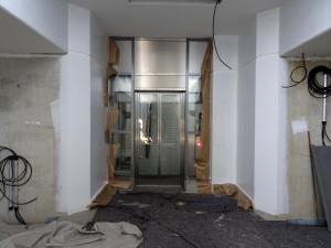 Tunnel Aufzug zum Bstg.